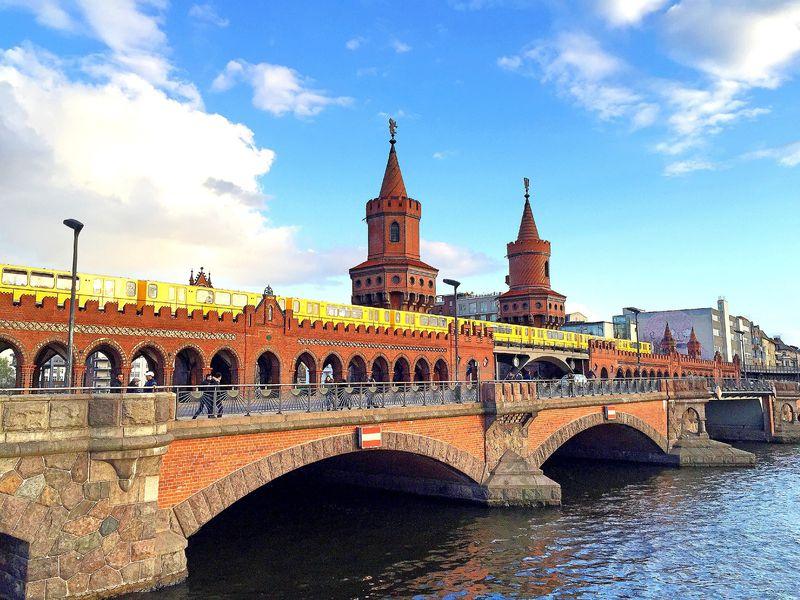 Открыть тайны Берлина навелопрогулке