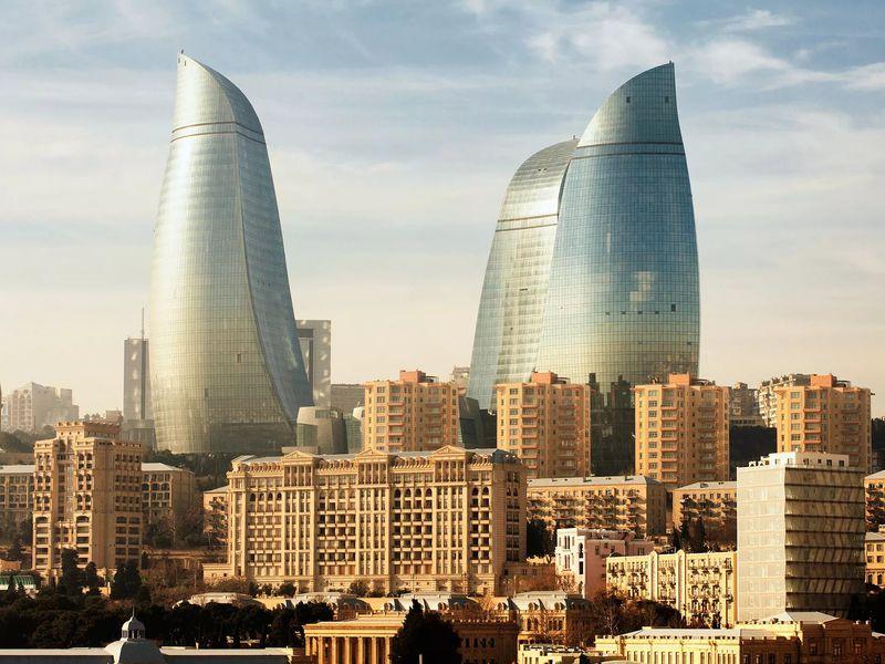 Раскрыть все краски Баку