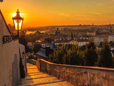 Прага влучах заката: наавтобусе ипешком