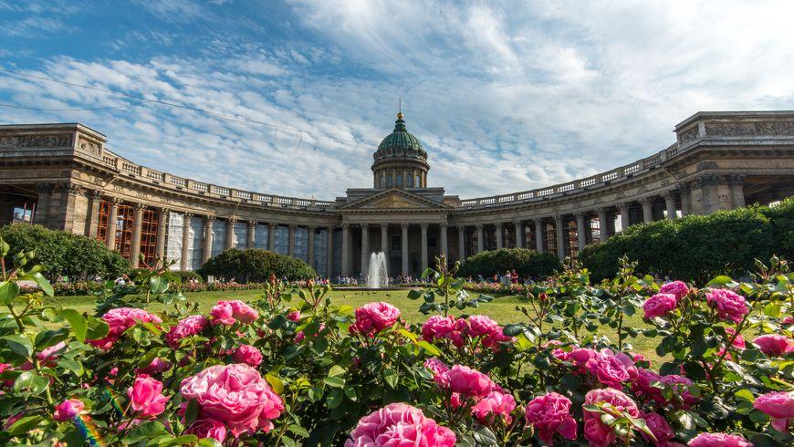 Вокруг Казанского собора