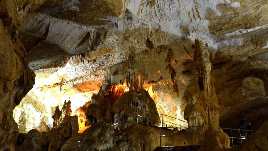 Ктаинственным пещерам Чатыр-Дага
