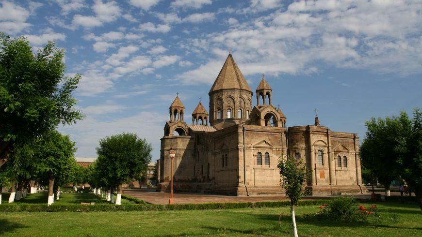 По главным христианским местам Армении. Эчмиадзин и Звартноц