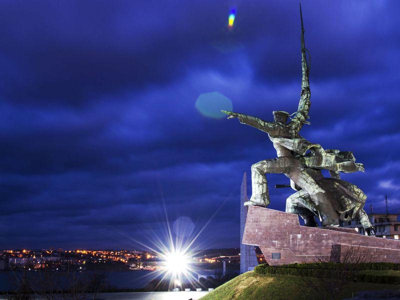 Ночная атмосфера Севастополя width=