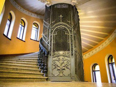 Доходные дома, дворы-колодцы ипарадные лестницы