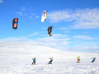 Сноукайтинг на берегу зимнего озера