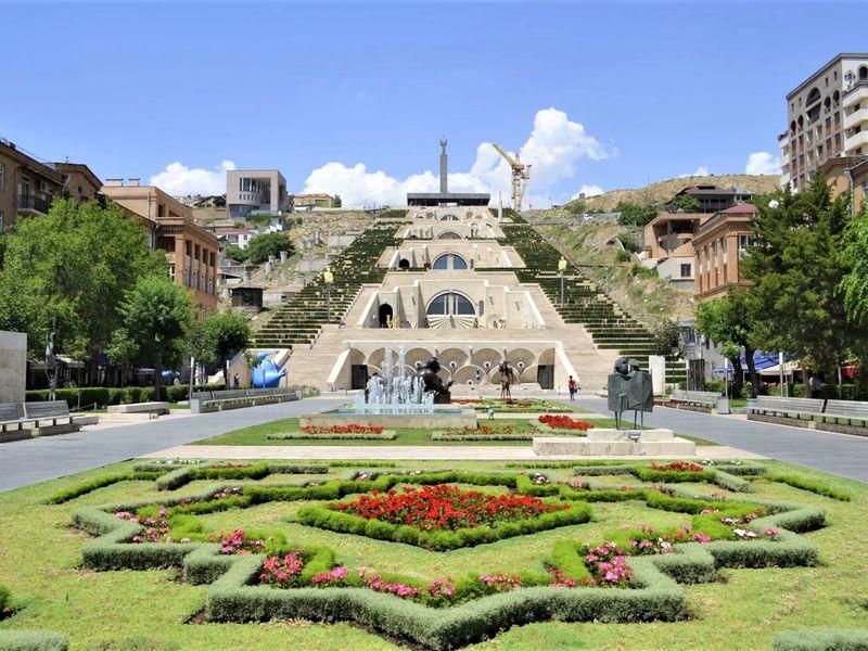 Вкусный Ереван: коньяк и сладости