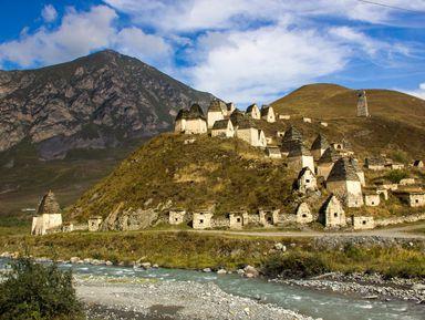 Топ-места Осетии: Даргавс, Мидаграбинские водопады икачели над пропастью
