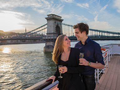 Прогулка по Дунаю с бокалом вина