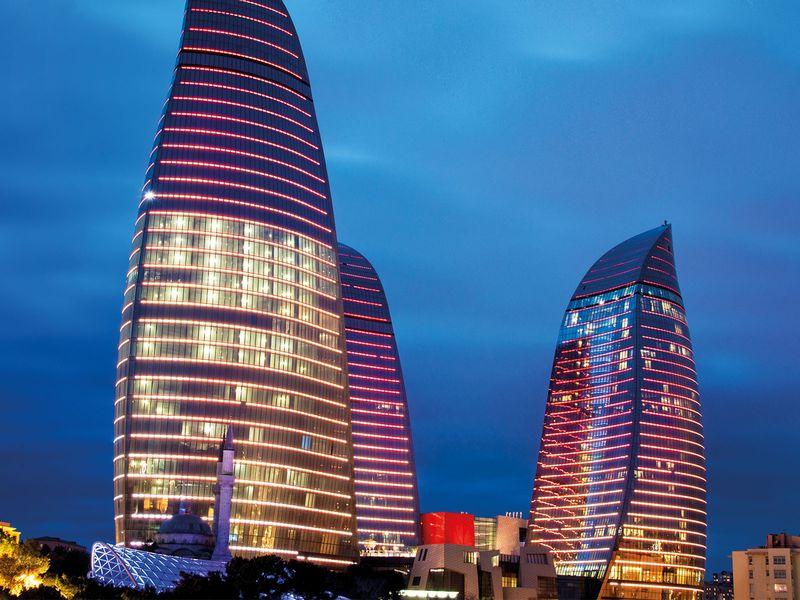 Вечерний Баку и огненный Янардаг