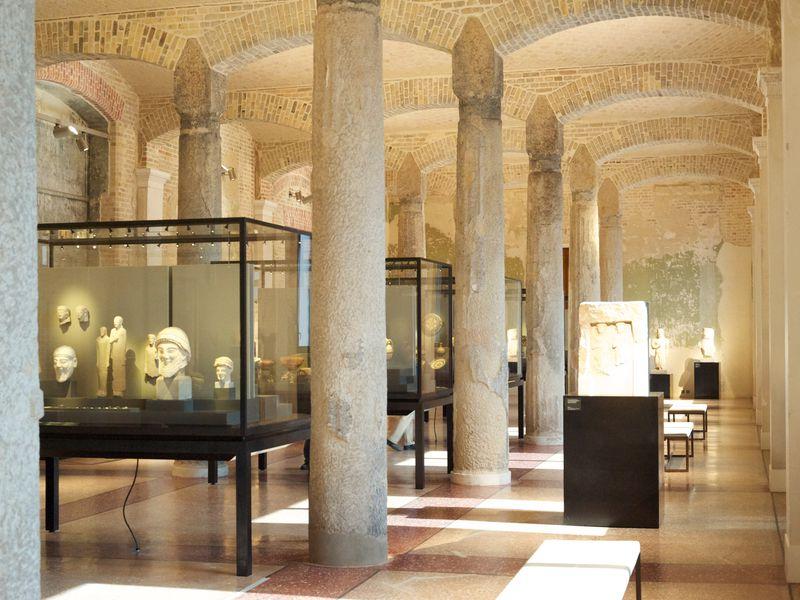 Загадки и легенды Нового музея