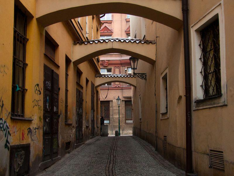 Дворы, задворки и подворотни Старого города