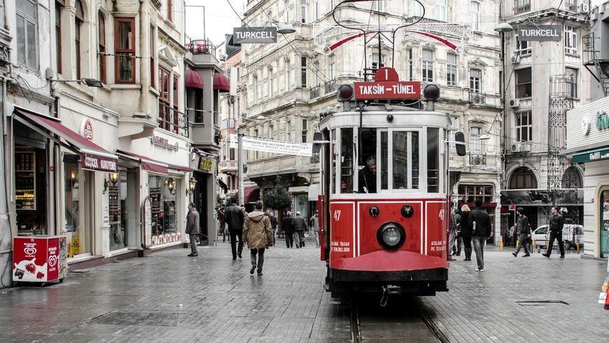 Контрастный Стамбул: романтика и история