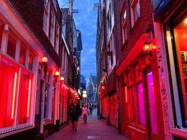 Квартал красных фонарей после захода солнца