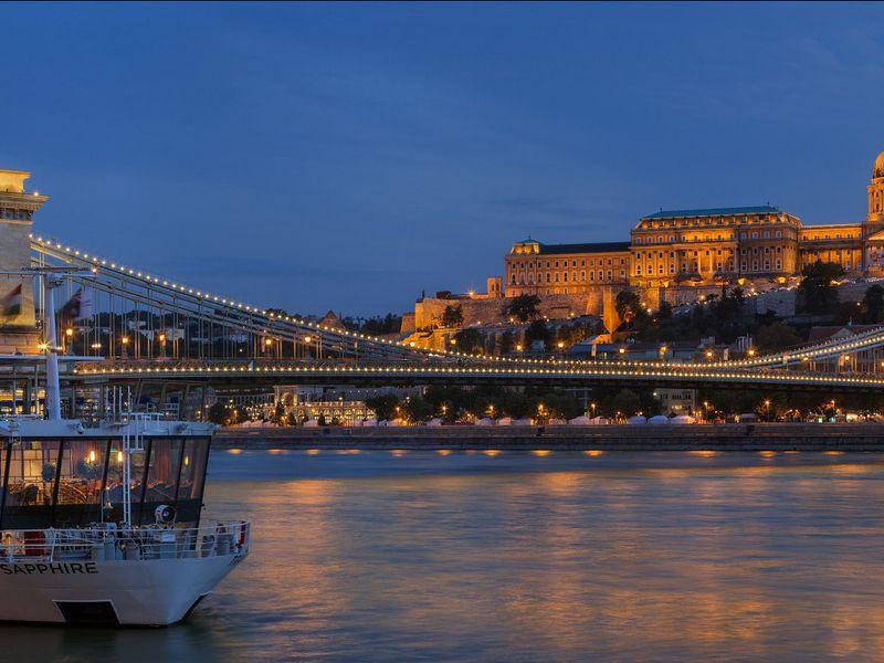 Экскурсия Ночная прогулка по Дунаю с коктейлями